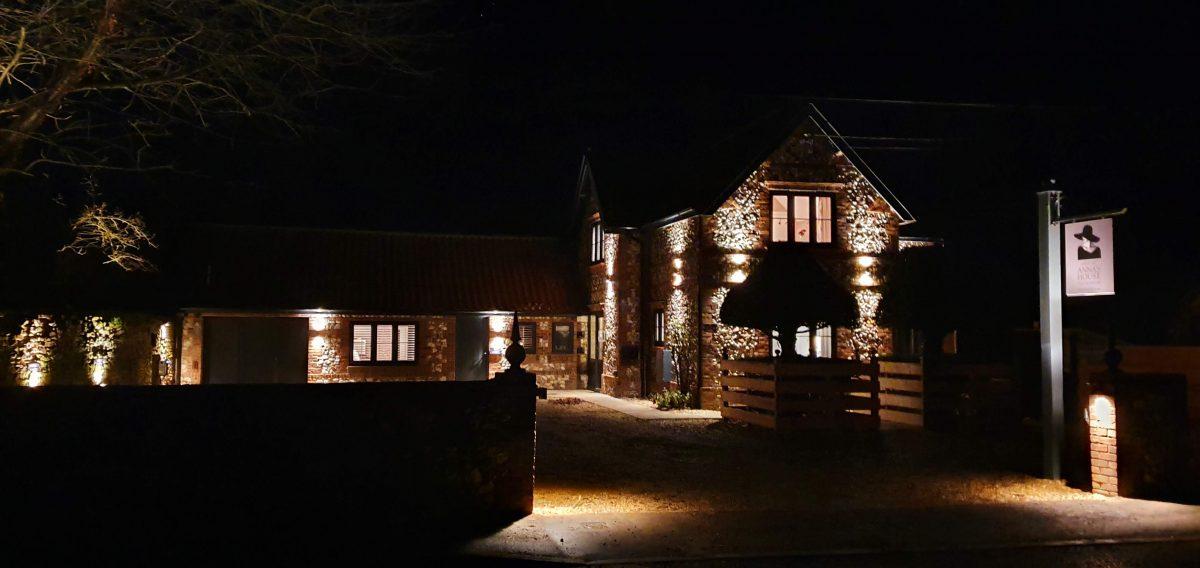 Annas House Hotel Thornham Night